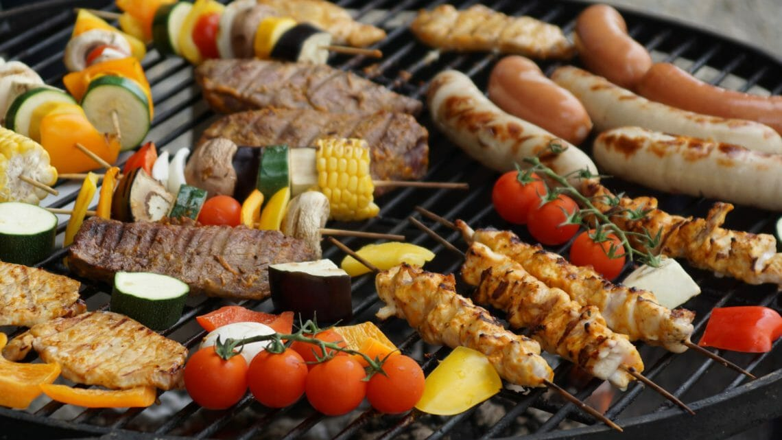 A Man Versus Oils Mansperiment – Chemical Free Cleaning the Barbeque
