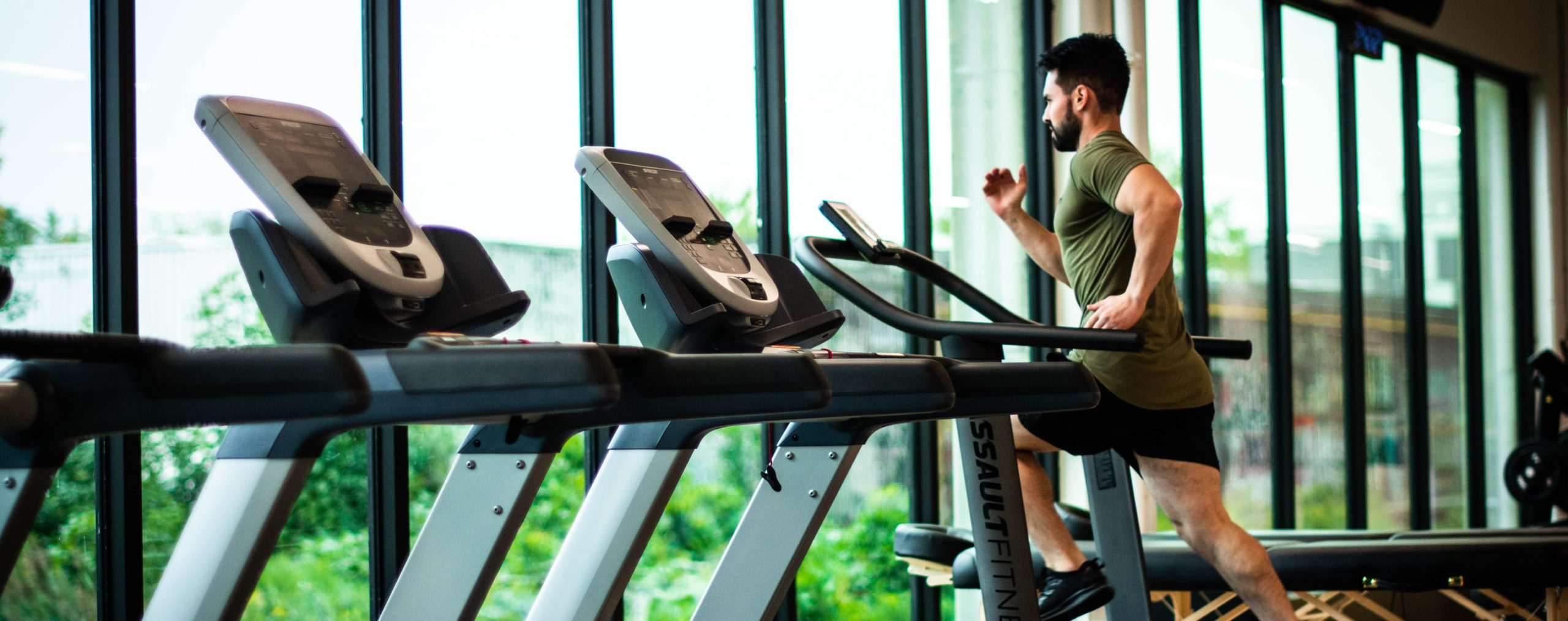 Natural Insomnia Remedies for Men - man on treadmill